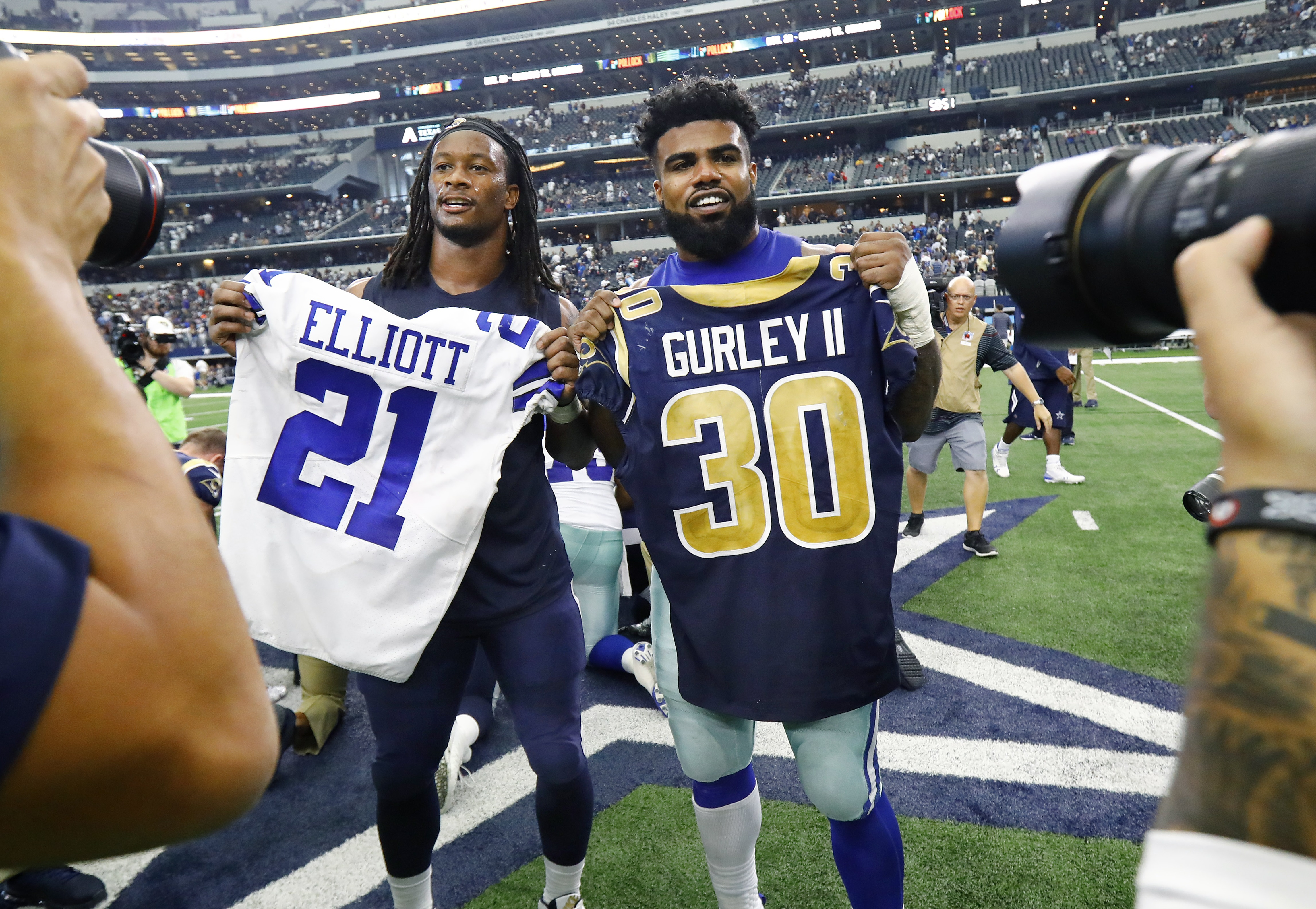 super popular 705a5 7bf28 Behind the NFL tradition of exchanging jerseys, and what ...